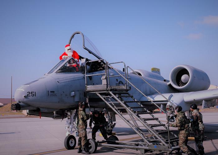 Santa A-10 Warthog