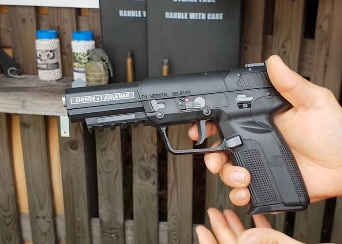 Airsoft Review en Español Cybergun FN 5-7 Co2 Pistol Review