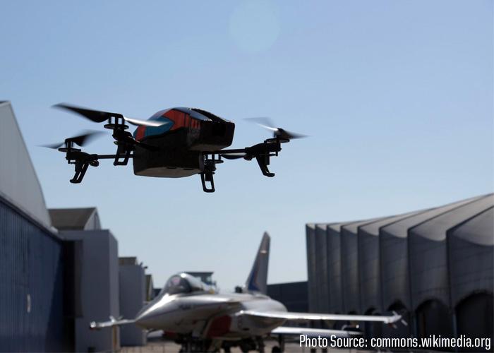 Parrot AR.Drone 2.0 (Wikimedia)
