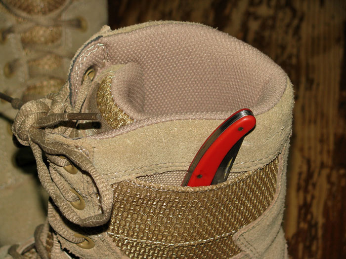Knife pocket boots