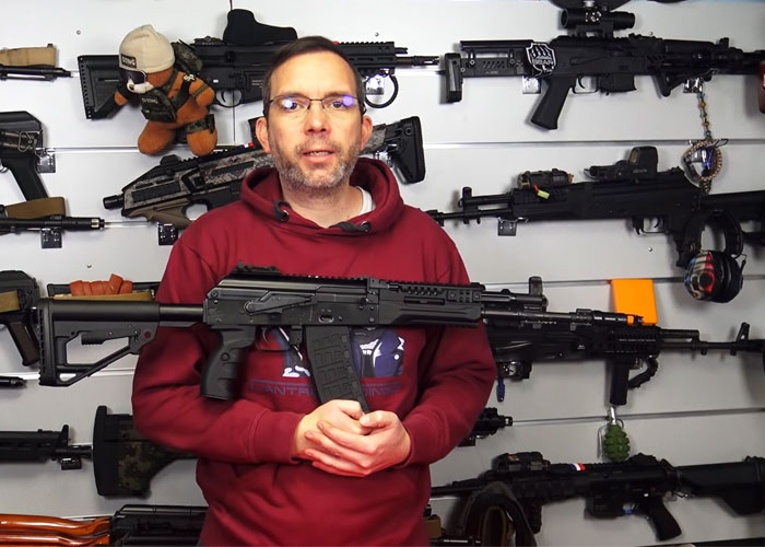 L'antre Du Dingo E&L Airsoft AK-12 Review (In French)