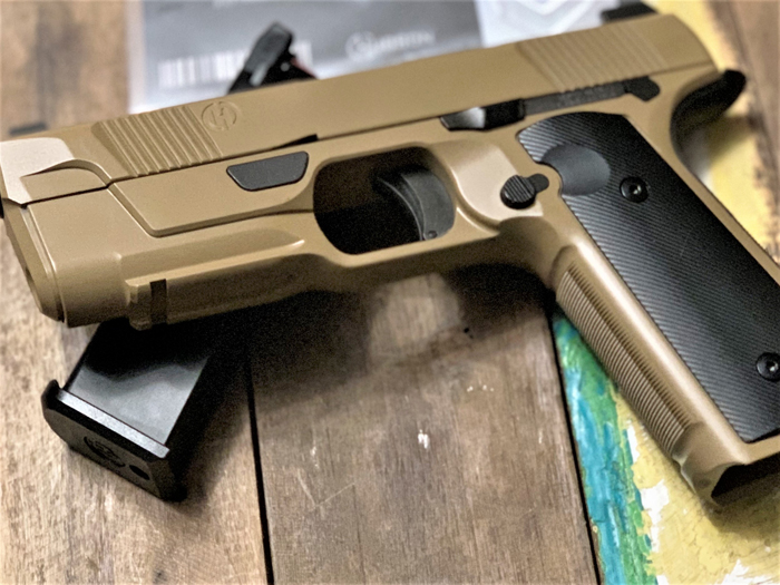 EMG Hudson H9 Airsoft GBB Pistol Review 06